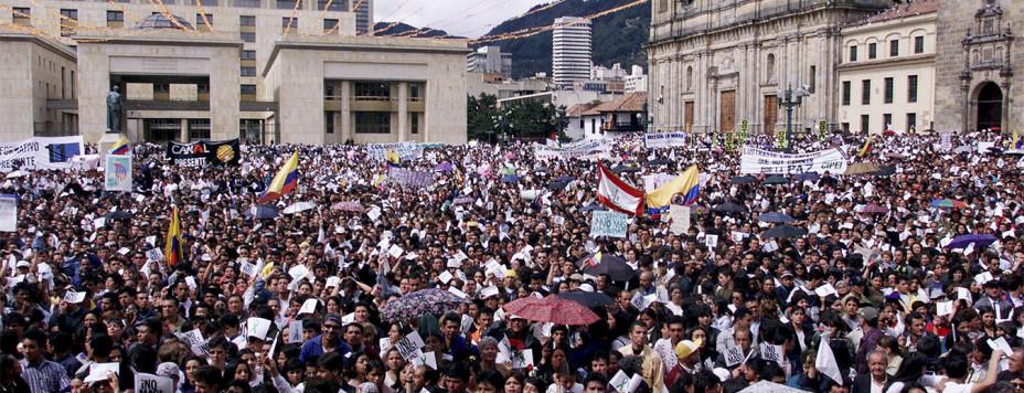 COLOMBIANS FILL BOGOTA SQUAR